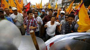 नेपाल में पुलिस और श्रद्धालुओं के बीच जमकर हुआ संघर्ष, भड़का उठा दंगा