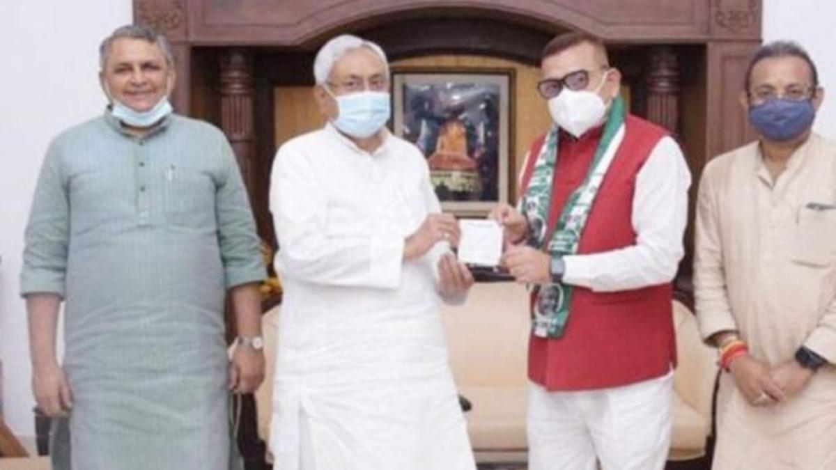 बिहार के पूर्व डीजीपी गुप्तेश्वर पांडे जेडीयू में हुए शामिल, हाल ही में लिया था वीआरएस