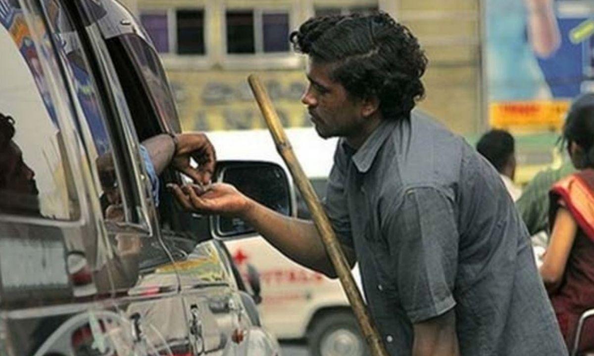 rich beggar on indian road