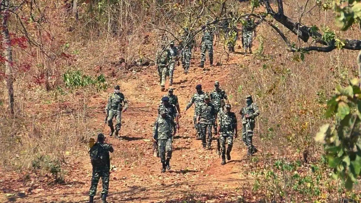 Naxallites attacked soldiers in chattisgarh