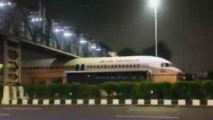 Big aeroplane stuck under footover bridge