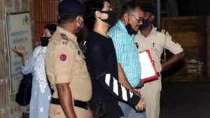 Drugs लेने के मामले में Shahrukh Khan का लड़का अंदर (2)